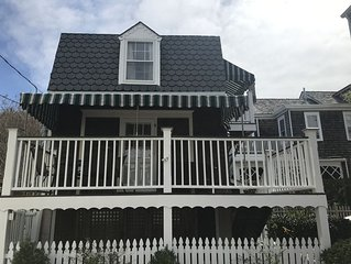 GRANDVIEW COTTAGE-1 blk to beach/walk to town/great location.
