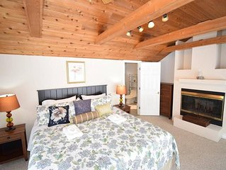 Huge, clean, bright ,cozy, lush, #1 Location, heart of NOTL-main st and lake.