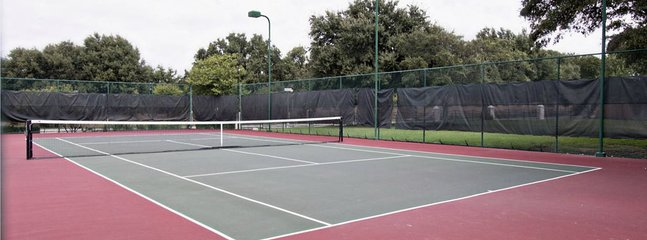 2 Tennis courts for guest use