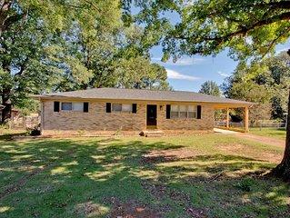 'Marsh Ave' 3 BR 2 BA Full Brick Ranch Home Sleeps 5
