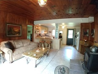 Beautiful & Peaceful Log Cabin across the road from Grindstone Lake!