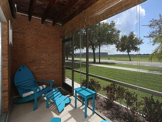 LOCATION! LOCATION! Walk to the beach, pier, golf, restaurants on Venice Island