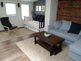 Debonaire Suites - 202 Alcove, City Centre Stratford.  Modern Downtown Suite.
