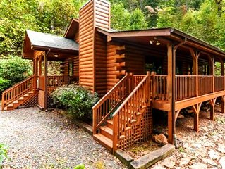 Bear Pause Cabin in beautiful Waynesville, NC close to Maggie Valley/Asheville