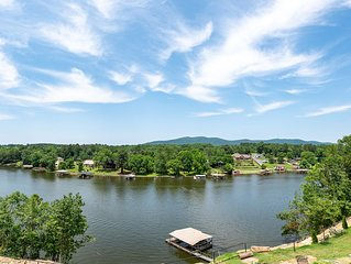2 Gorgeous Lakefront Homes / 9 BR 10 BA (private baths) / Sleeps 28+