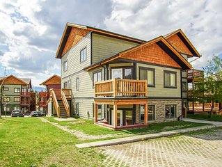 Stylish 2 BR condo in Radium Hot Springs - Only 1.5h to Banff!