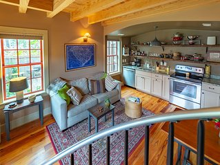 Charming Downtown Carriage House