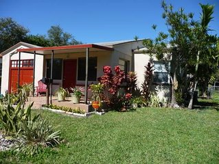 Charming casa, great location, close to everything!