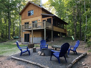 ★Peaceful, New Cabin on a Secluded Lake!  Cozy cabin for a relaxing Getaway★