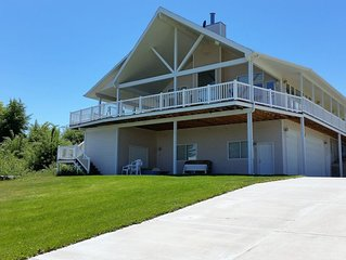 Spacious home near lake, large deck, grassy area & perfect for family reunions