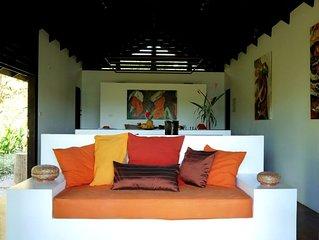 Stylish Open Living, Garden Bathroom, Hideaway for Honeymooner and Nature lovers