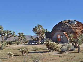 JOSHUA TREE GEODESIC DOME HOUSE 4bd 2.5 bath Jacuzzi and STAR gazing