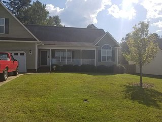 Spacious House Minutes From Fort Bragg and Methodist University!
