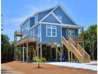 Beautiful,Ocean View 4 BR/4 BA Home-1 Minute Walk to BEACH/PETS-Sleeps 12