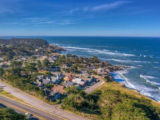 Luxury Moss Beach Retreat w/Hot Tub and stones throw to the Beach and Reserve