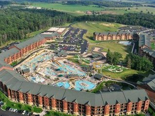 2 Bedroom Sleeps 8 at Glacier Canyon- Free Water Park Passes, Game Room, + More!