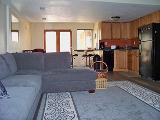 Standley Lake Bungalow in Northwest Arvada -roomy with king bed and kitchen