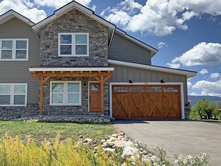 4 BD/4 BA - Perfect Getaway for Fall, Next to the River Trail!