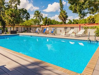 20' x 40' salt water pool, 8 minutes to airport