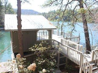 Lake House On The Water / Beautiful Views