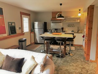 Island Getaway - Charming Two Bedroom Guest Suite, stones throw from the ocean