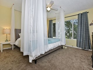 Family friendly, yet romantic get away! King bed, garage parking!