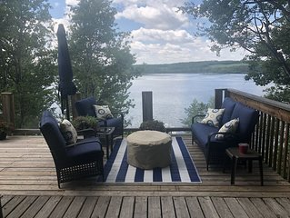 Lakefront cabin ideal for all seasons.