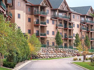 Experience Glacier Canyon Waterpark - Free passes with roomy suite sleeps 8!