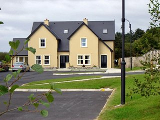 Cosy house, sleeps six, set in tranquil location. Less than one km from Kenmare.