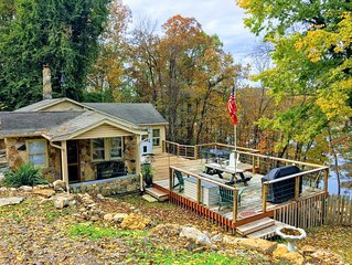WATER'S EDGE - Bungalow hideaway on the shore of beautiful Lake Norfork!