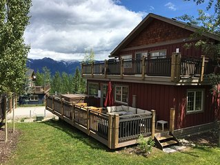 Family friendly 2 bedroom + 1 bath (sleeps 5) townhouse at Kicking Horse Mtn