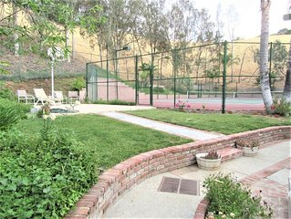 Guest Quarters with Private Yard at Celebrity Pool Tennis Court Estate