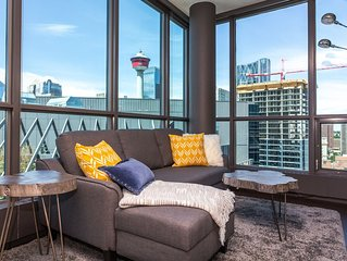 DOWNTOWN CONDO FREE UNDERGROUND PARKING, HOT TUB, KING BED,