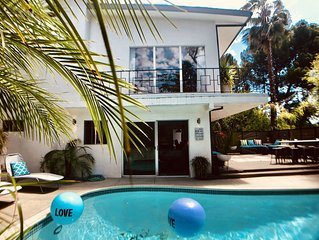 Prime HOLLYWOOD location: luxurious oasis w pool & spa minutes from attractions!