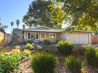 Pleasure Point walk to beaches and surf from charming, private and spacious home
