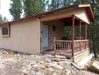Cozy studio BH cabin located near Crazy Horse Monument and Custer State Park.