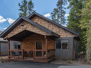 Burnt Hole-Sleeps 4, In Town, 5 blocks from Yellowstone Nat. Park