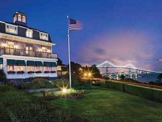 1 Bedroom Deluxe Suite at Bay Voyage Inn on the Narragansett Bay