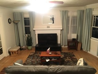 Sunny Family Friendly 2 Bd1 Ba Sleeps 6, Safe, Fun & Walkable Grand Lake Oakland