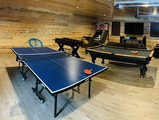 Luxury Remote Cabin on the national forest, HUGE Game room, Hot Tub & more