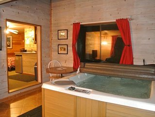 CABIN #1 - LOVERS HIDEAWAY(JACUZZI & FIREPLACE)