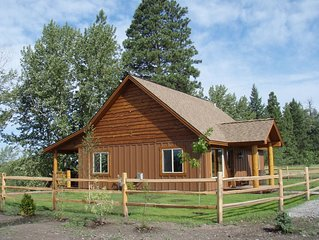 Peaceful pet-friendly cabin on Flathead River only 20 mins from Glacier Park