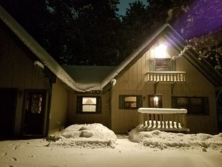 Quaint 3 bd Swiss Chalet nestled in the hart of the Crystal Mountain Village