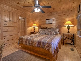 Beautiful Creek Front Cabin with Hot tub, fireplace and fire pit.