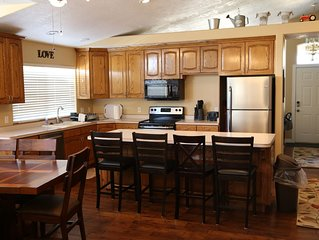 HUGE home near Zion! Two Kitchens! 5 bedrooms.