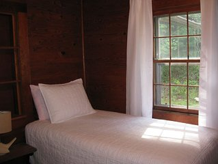 Authentic mountain cabin on Persimmon Creek. Tallulah River and trout nearby.