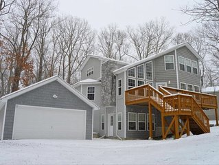 Luxury 4BR Chalet - Walking Distance to Lake and 8 min to Skiing/Lodg
