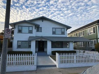 Beautiful 2 story ESTATE w/5 bedrooms 3 bath in Mid-City, Los Angeles sleeps 18+