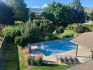 Family Vacation Oasis: Pool, Trampoline, Treehouse, 1/2 Acre Property, Sleeps 11