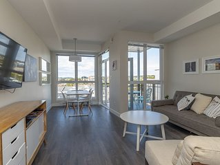 ★Live Like a Local, Sleek Downtown Condo★Walk Everywhere